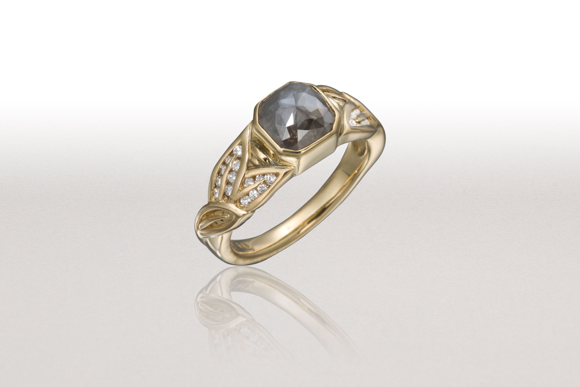 Small ALTERNATING LEAF Ring with Grey Diamond
