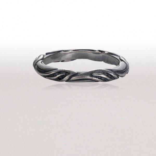 Thin LEAF CIRCLET Ring in Black