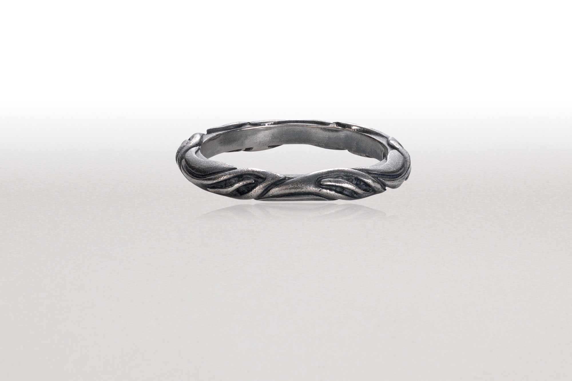 Thin LEAF CIRCLET Ring in Black