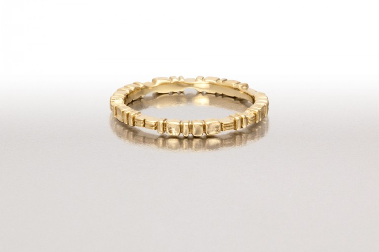 Thin PAVERS & LINES Ring in Gold