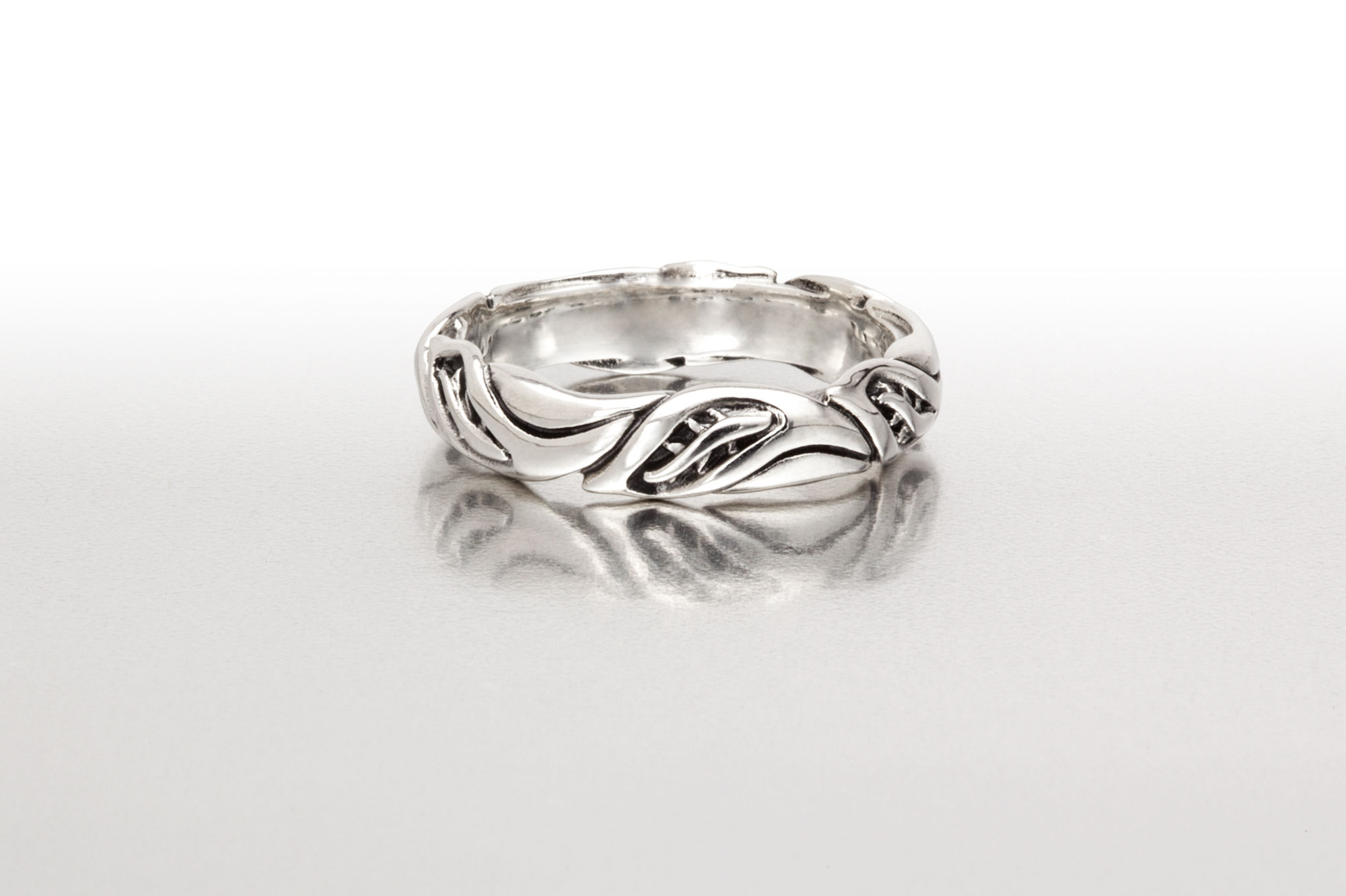 Med-Wide LEAF CIRCLET Ring in Bright Silver