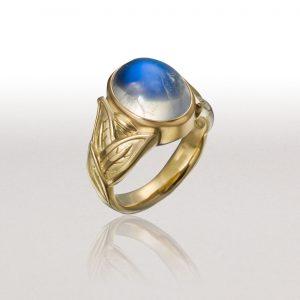 ALTERNATING LEAF Ring with Blue Moonstone