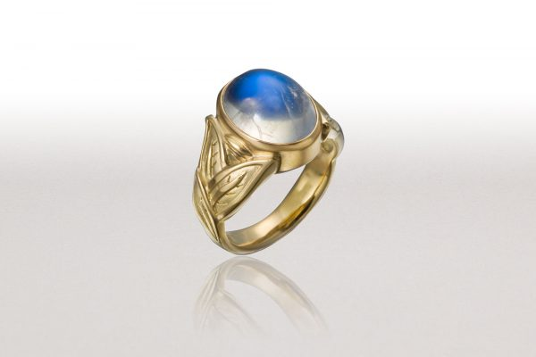 ALTERNATING LEAF Ring with Blue Moonstone