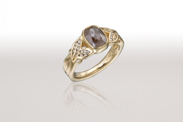 X-Small CROSSED LEAF Ring with Red Diamond